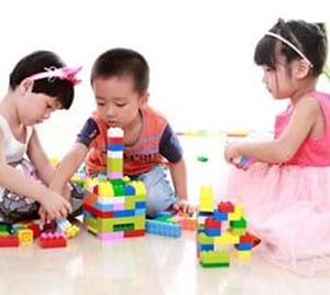 toddlers-playing