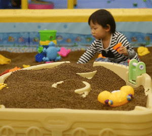 baby-play-sand