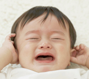 babysitter-singapore-baby-crying