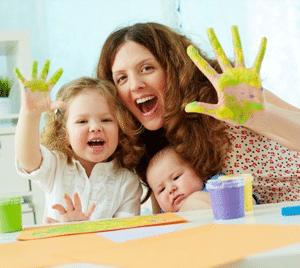 babysitting-activities-fun-with-paint