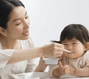 mummy-nanny-feed-baby