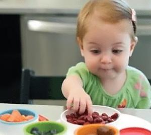toddler-feed-herself